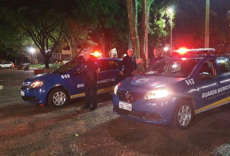 """Guarda Municipal e fiscalização impedem a realização da festa """"Bailão da Praça XV"""""""