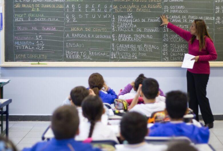 Governo de SP aumenta em até 12,84% salários de professores da rede estadual