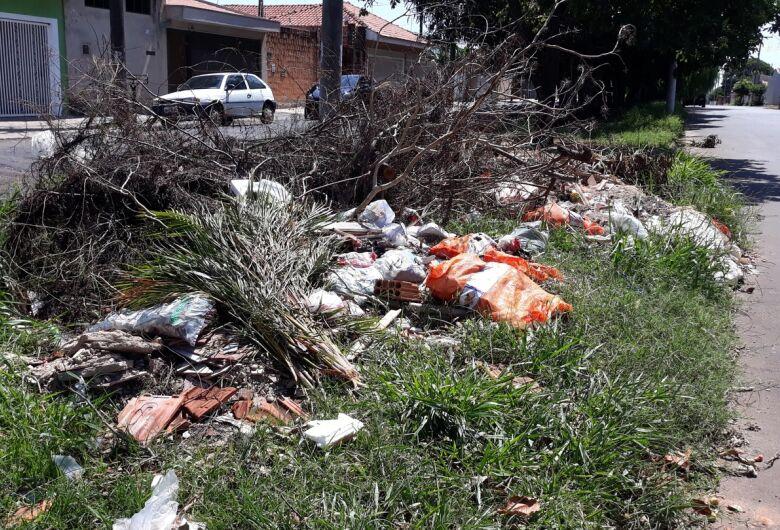 Sérgio Rocha quer recolhimento de inservíveis descartados pelas ruas da cidade