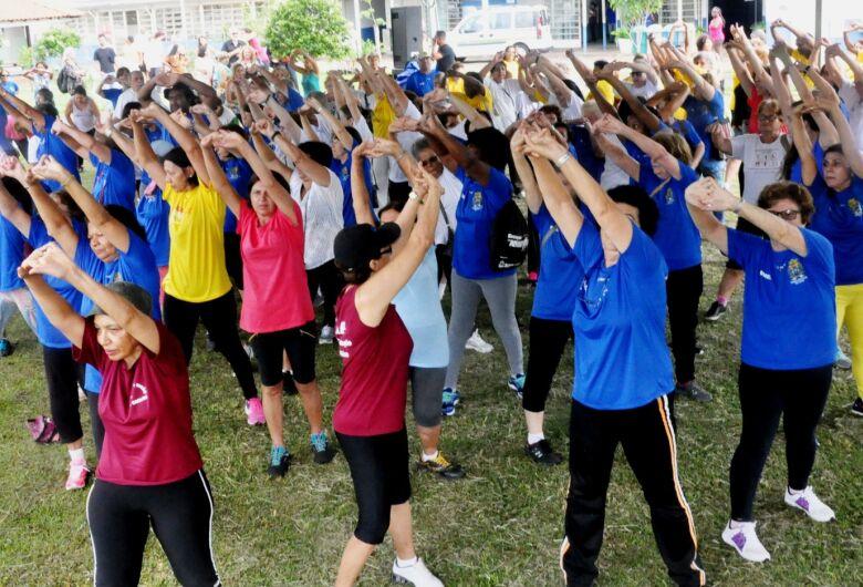 Prefeitura oferece atividades físicas com orientação de profissionais em vários pontos da cidade