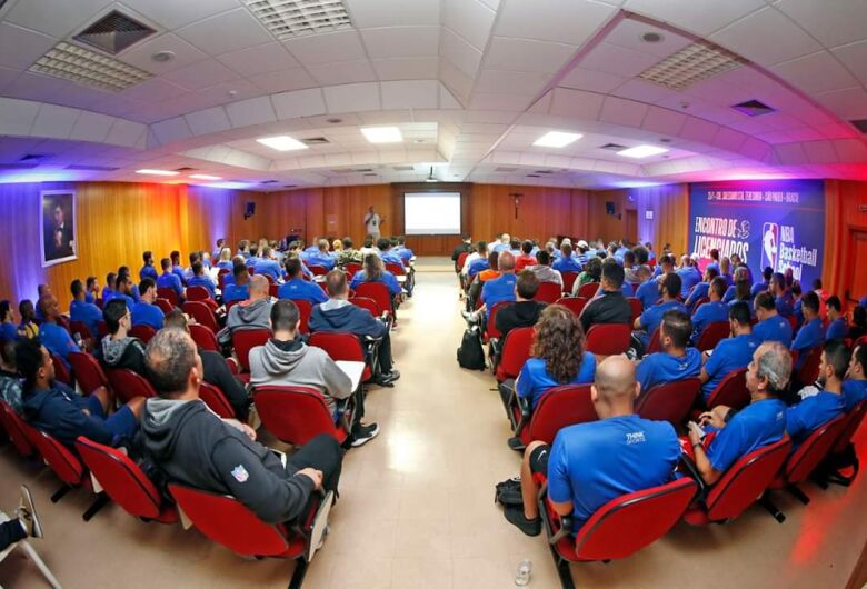 São-carlenses participam de capacitação de basquete em evento realizado em São Paulo
