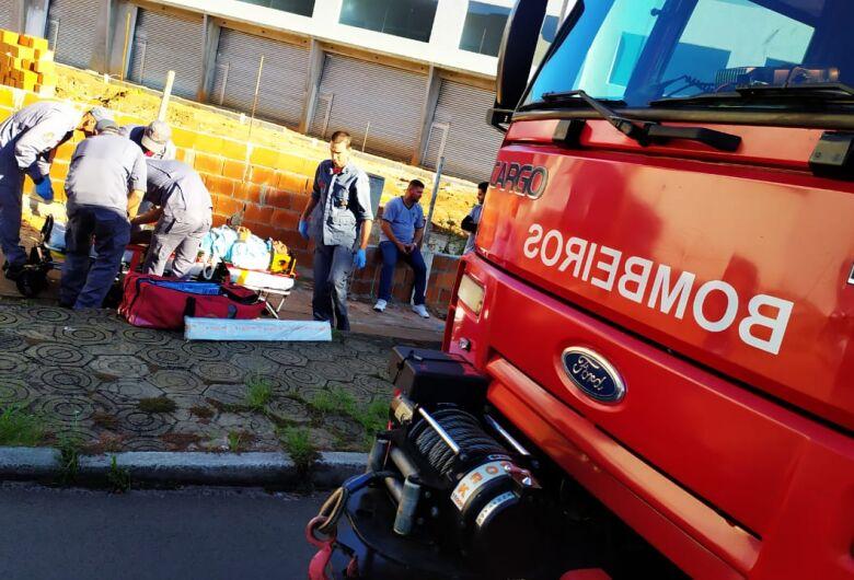 Motociclista é arremessado a 20 metros após colisão na Vila Prado
