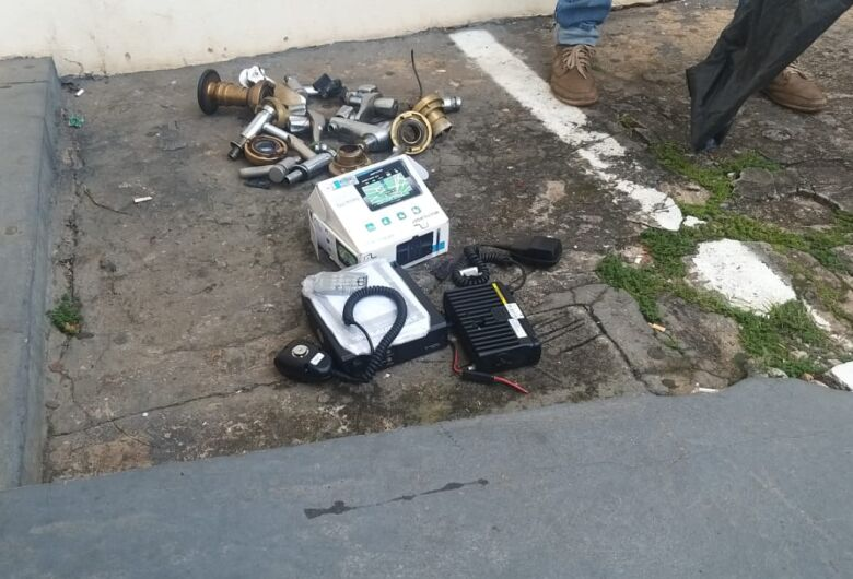 Homem é detido após furto em fábrica na avenida São Carlos