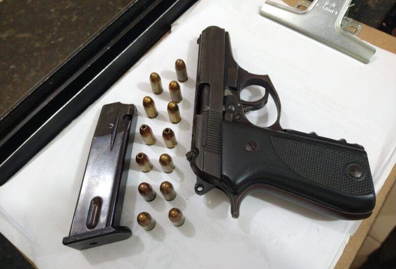Comerciante é detido com arma de fogo na Vila Prado