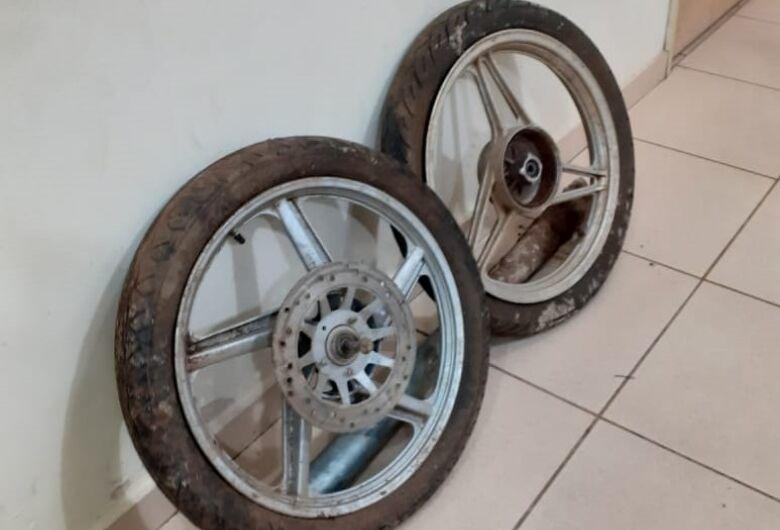 Suspeito é detido com duas rodas de moto na Vila Jacobucci
