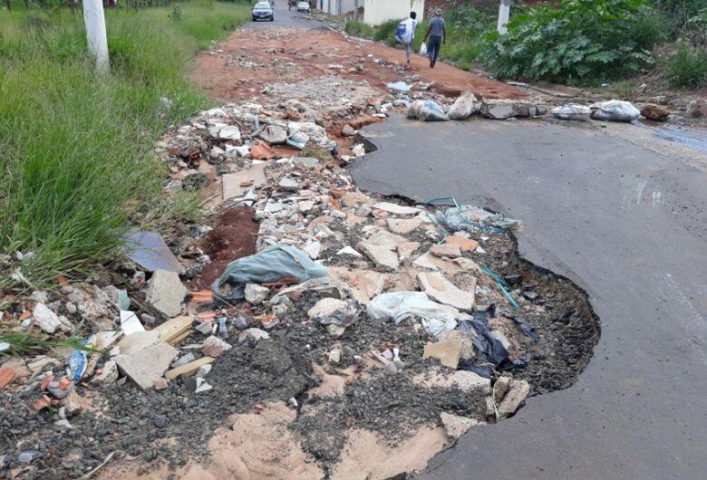 Vereador Sérgio Rocha pede recomposição do asfalto na rua Antônio Zanchin do Cidade Aracy