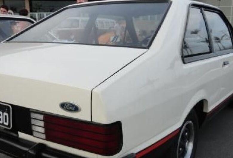 Carro é multado enquanto estava estacionado e com problemas mecânicos na garagem de casa
