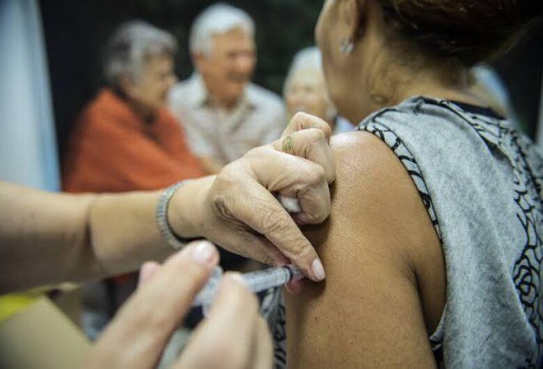 Campanha Nacional de Vacinação Contra a Gripe: São Carlos vai vacinar idosos em casa
