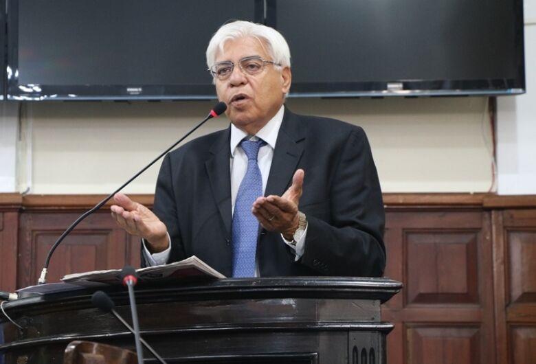 "Azuaite critica presidente e avalia que ""saúde política do país está no intervalo entre PT e Bolsonaro"""