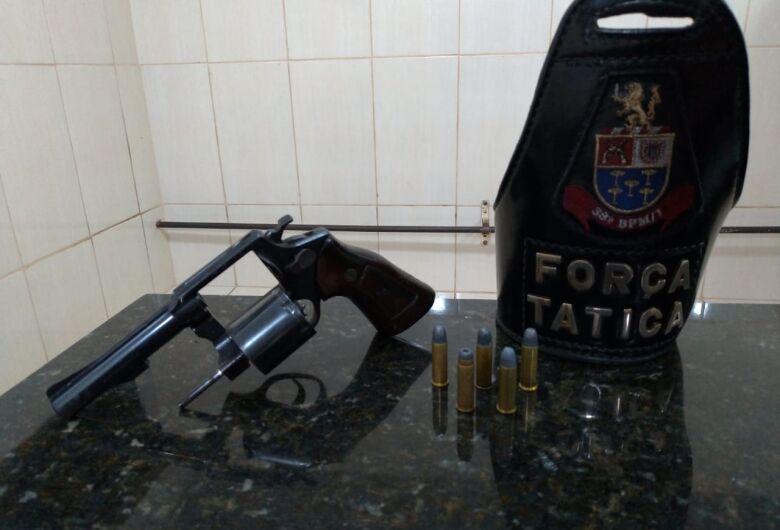 Força Tática prende homem acusado de vários crimes na cidade