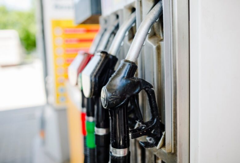 Dois homens assaltam posto de combustível na Vila Elizabeth