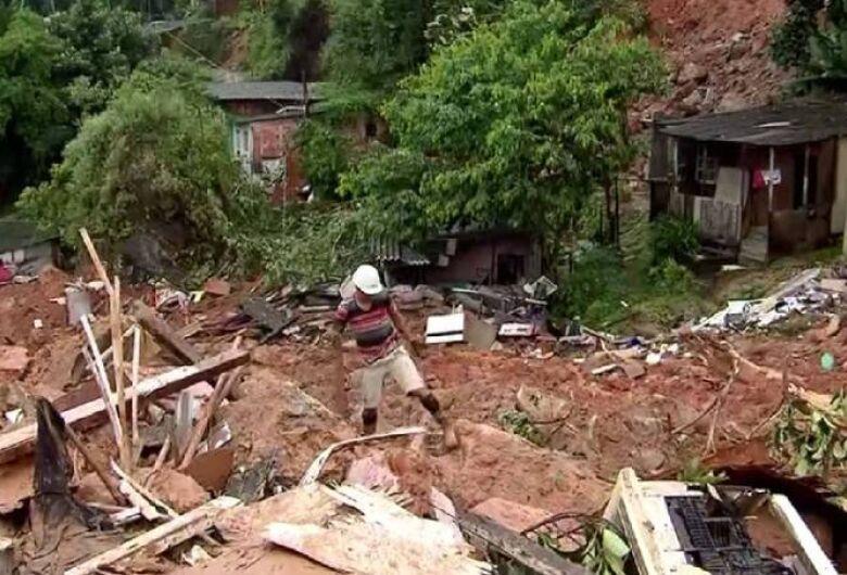 Temporal deixa ao menos 10 mortos na Baixada Santista
