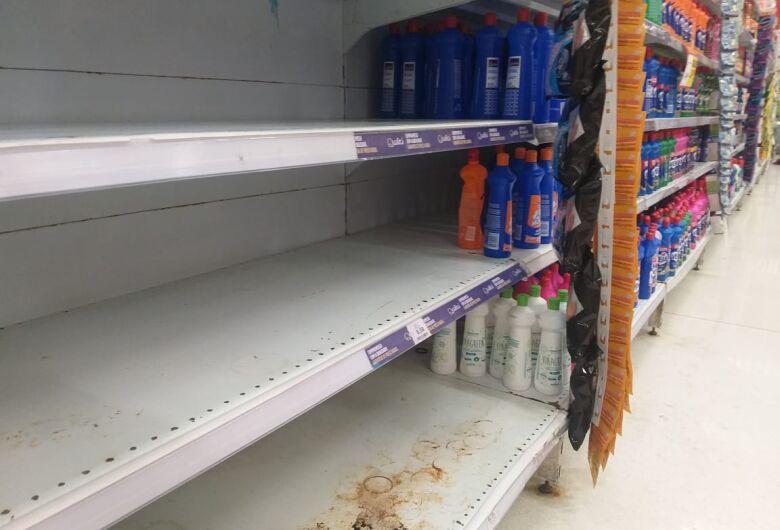 Corrida por álcool em gel faz são-carlenses zerarem estoques de supermercados
