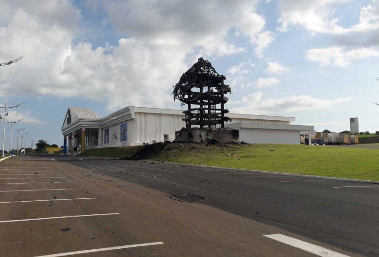 Estátua da Havan: ainda sem prazo de reconstrução