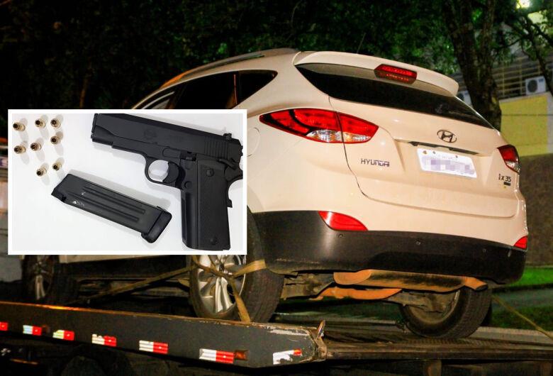Empresário é detido com arma e drogas em veículo