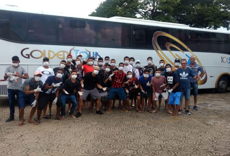 Jogadores da base do São Carlos FC retornam para o Maranhão