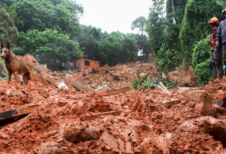 Número de mortos devido às chuvas aumenta para 21 na Baixada Santista
