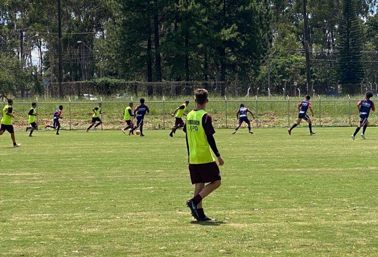 Grêmio abre 2 a 0, perde dois pênaltis e cede empate para a Ferroviária