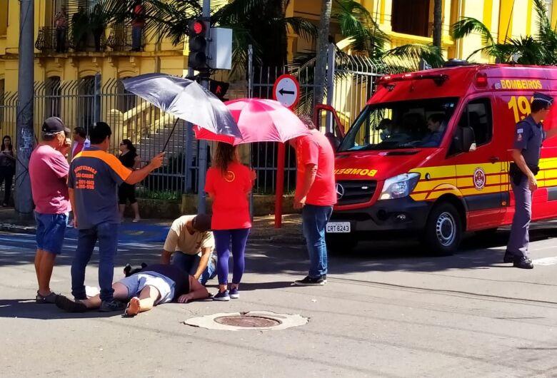 Casal fica ferido após colisão no centro