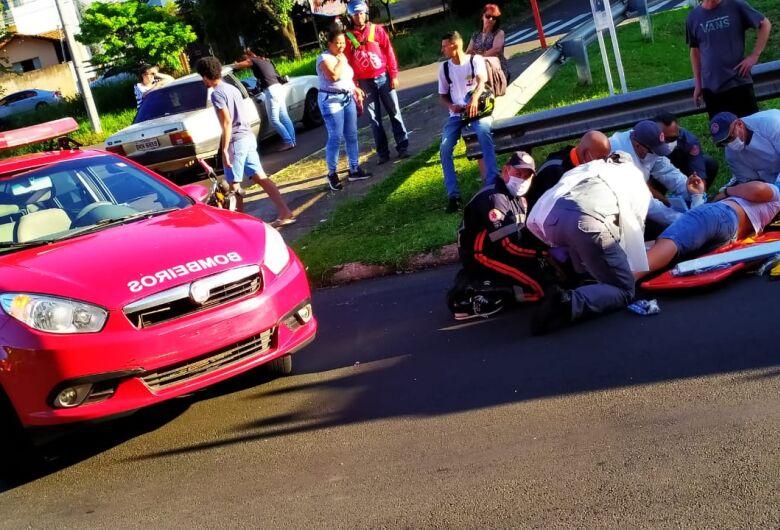Motoboy sofre fratura exposta no braço e perna após violenta colisão