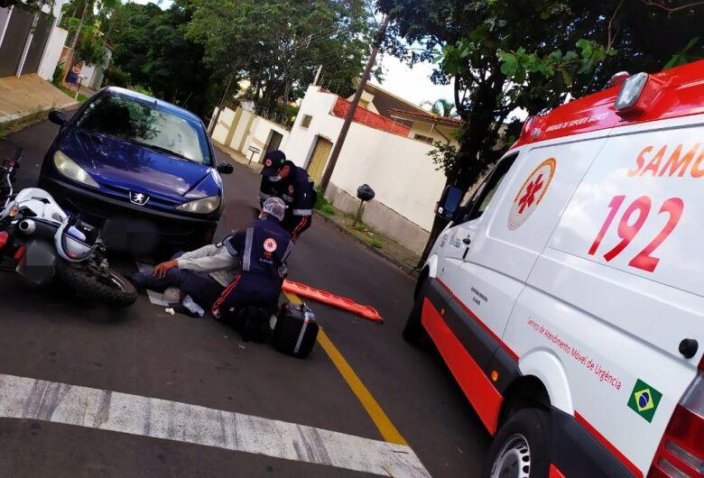 Após colisão, motociclista fica ferido e motorista foge sem prestar socorro
