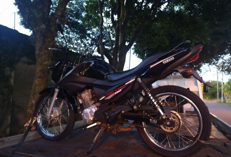 Moto usada em assalto a posto e combustíveis é apreendida pela PM