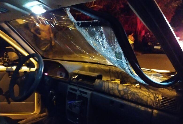Motociclista fica ferido após ser atingido por carro que não respeitou sinal de pare