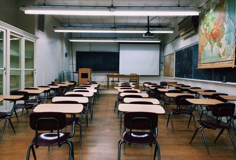 Sindicatos iniciam vigilância sobre férias impostas a professores