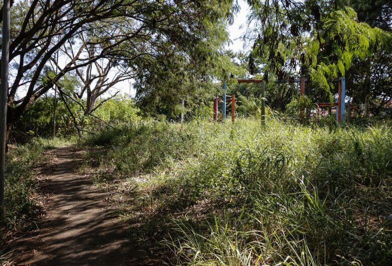Roselei pede limpeza do Parque do Pardinho no Jardim Monte Carlo