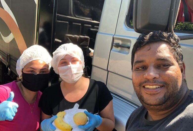Caminhoneiros recebem refeições em nova ação de amigos voluntários