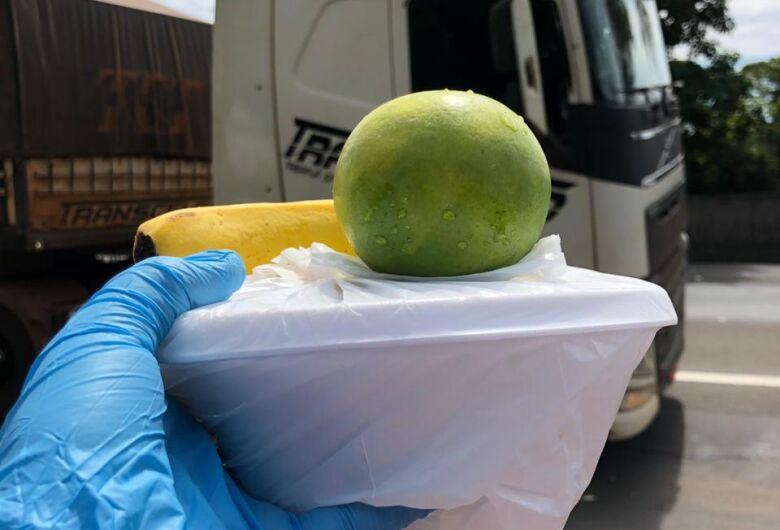 Amigos dos caminhoneiros se unem pela categoria e entregam marmitas pela terceira vez