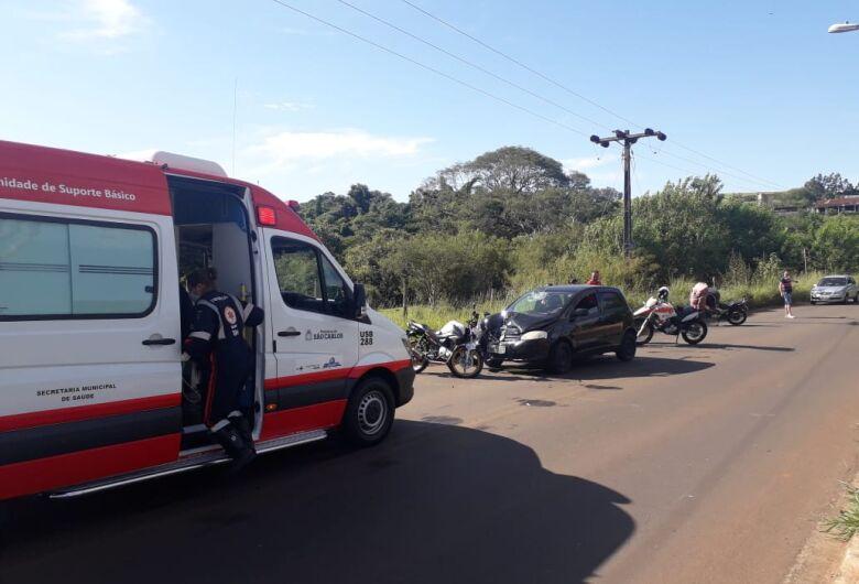 Jovem bate moto de frente com carro na Estrada da Servidão
