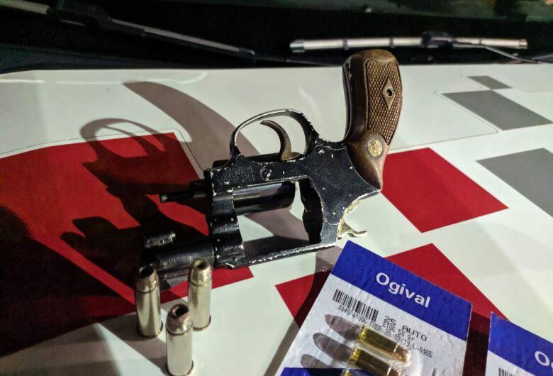 Homem é preso em flagrante por porte ilegal de arma de fogo