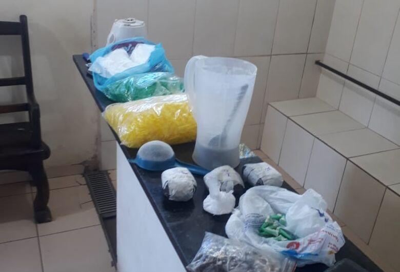 Polícia desmancha refinaria de drogas no São Carlos 8