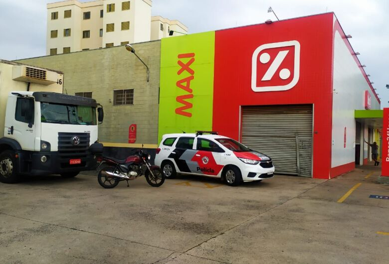 Ladrões levam R$ 1,6 mil do Supermercado Dia na Vila Nery