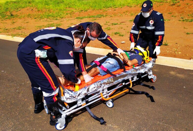 Motociclista sofre ferimentos graves após acidente na região do Embaré