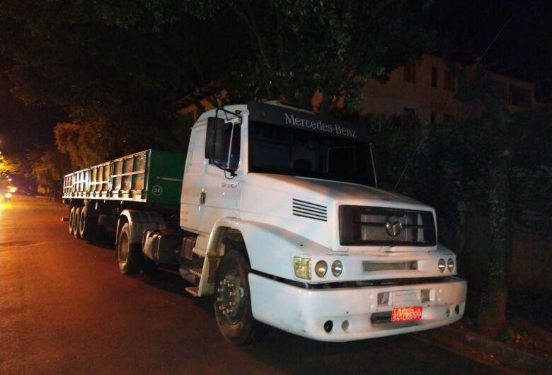 Caminhão roubado em Santa Rita do Passa Quatro é localizado na SP-215