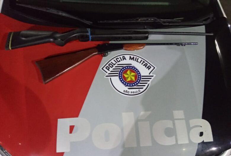 Filhos entregam armas do pai a polícia após ele agredir a mãe