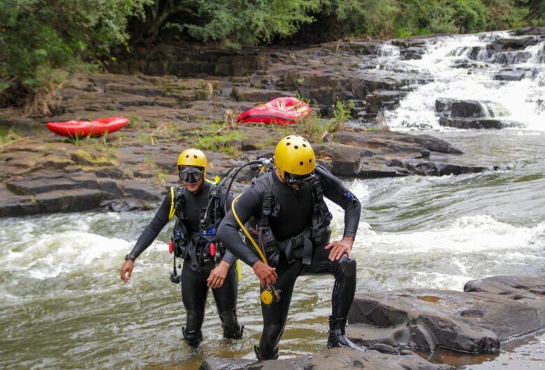 Após 3 dias de buscas, corpo de jovem do São Carlos 8 é localizado em cachoeira