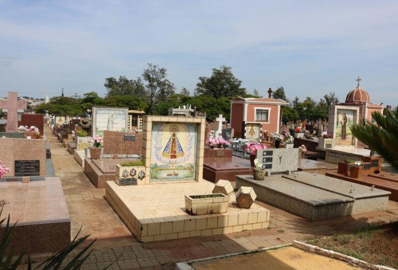 Cemitérios públicos fecham a partir de quarta-feira
