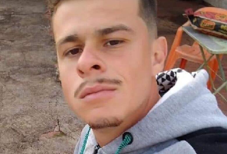 Jovem morre após bater carro em muro em Descalvado