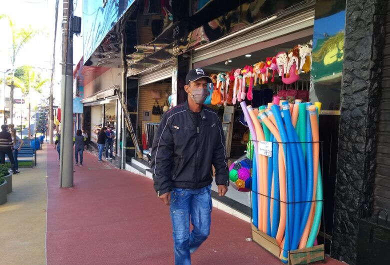 Após 69 dias, comércio reabre em São Carlos