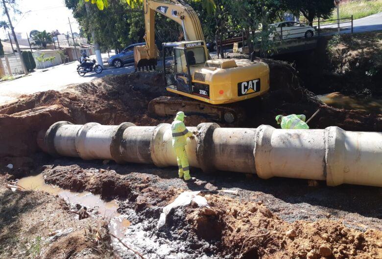 Sem ajuda do Governo do Estado, Airton determina continuidade das obras contra enchentes