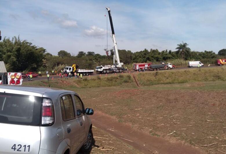 Caminhoneiro morre em grave acidente na região