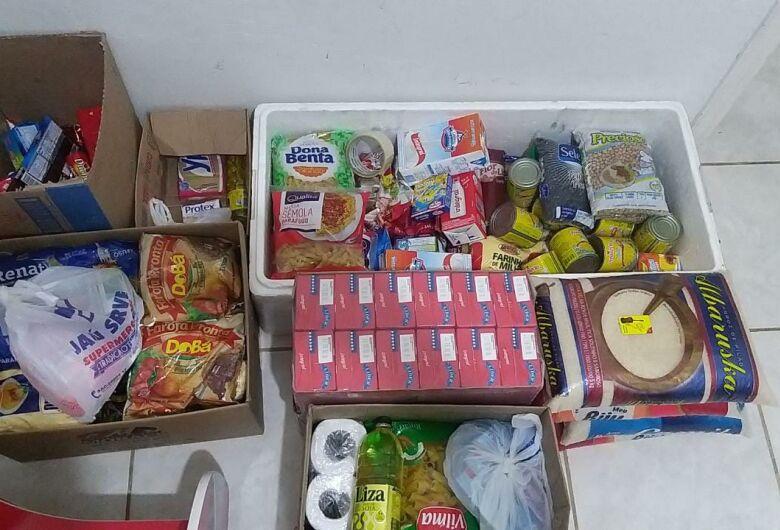 Amigos se unem e levam solidariedade e alimentos para famílias carentes