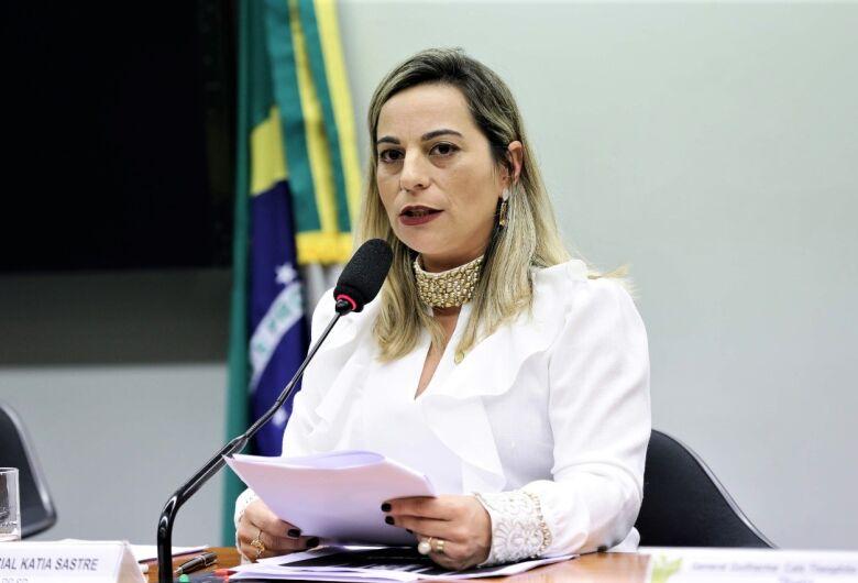 Santa Casa recebe emenda de R$ 100 mil da deputada federal Katia Sastre