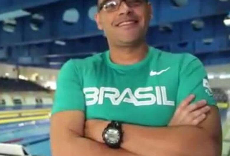 Técnico da seleção brasileira de natação ACD faz reunião online com equipe são-carlense
