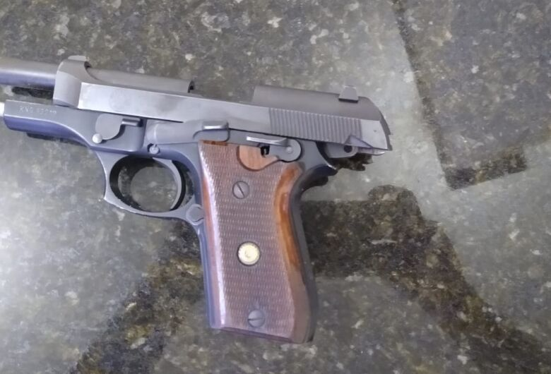Jovem é detido com arma de fogo em área de lazer, em Ibaté