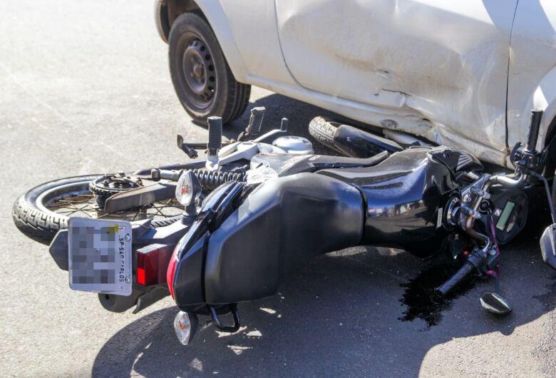 Motoboy fica ferido em acidente no Santa Felícia