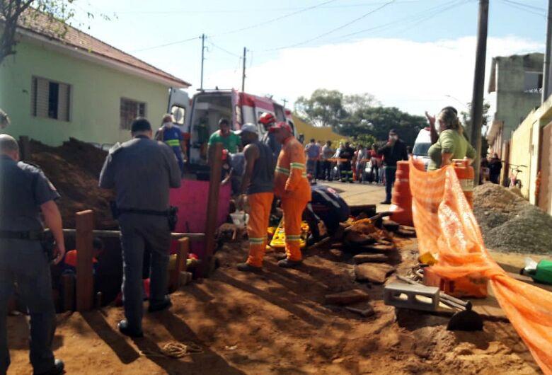 Trabalhador é resgatado com vida após ser soterrado em obra no Centro de Itirapina